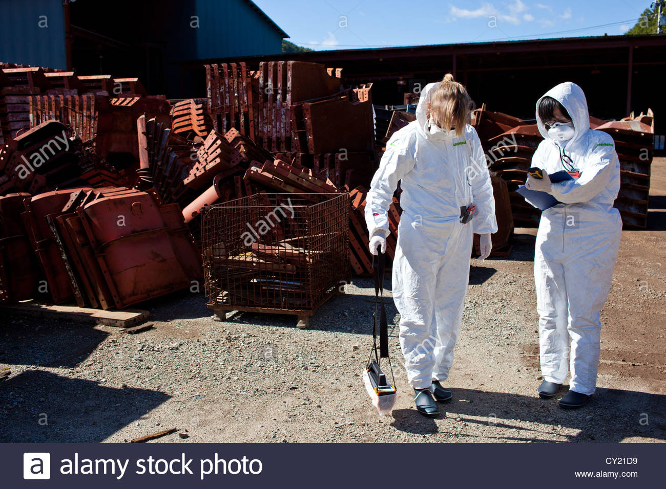 A Greenpeace radiation monitoring team checks contamination levels in Iitate, 30km from the Fukushima Daiichi nuclear - Stock Image