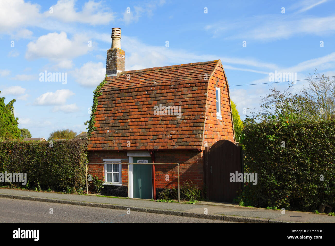 Smugglers Cottage reputedly the smallest house in East Sussex England UK GB - Stock Image