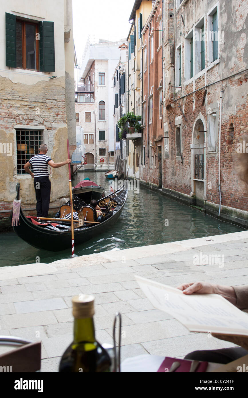 Gondola on Rio del Megio seen from a restaurant in Sestiere Santa Croce, Venice, Italy Stock Photo