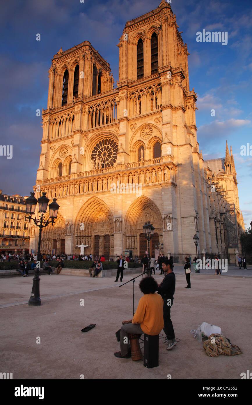 Notre Dame de Paris; La cathédrale Notre-Dame de Paris - Stock Image