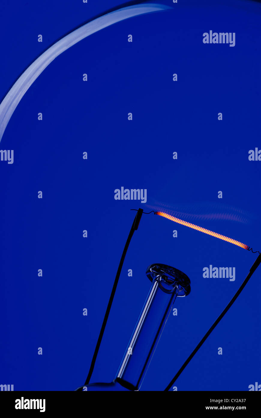 A light bulb on an electric blue background. - Stock Image