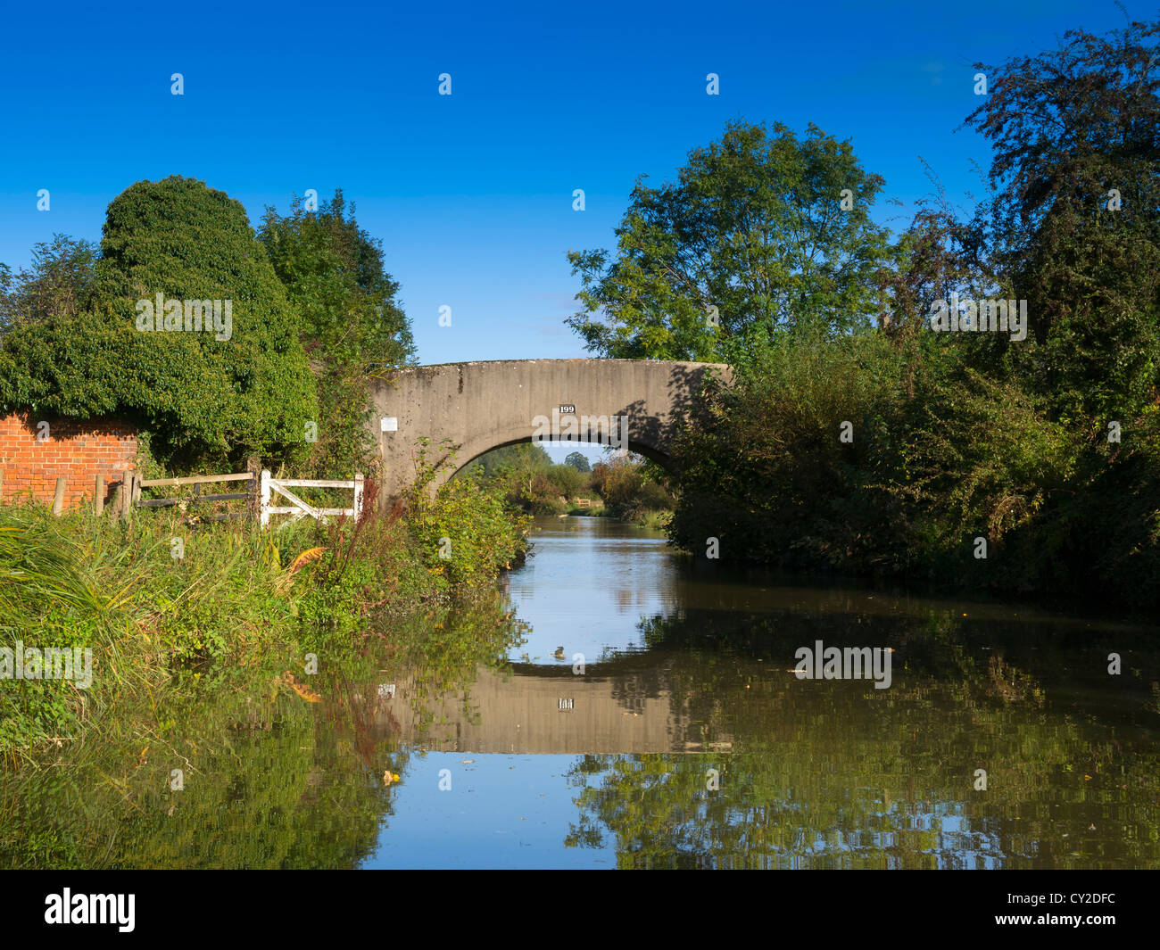 Still waters and Somerton Mill bridge on the Oxford Union Canal in Oxfordshire. - Stock Image