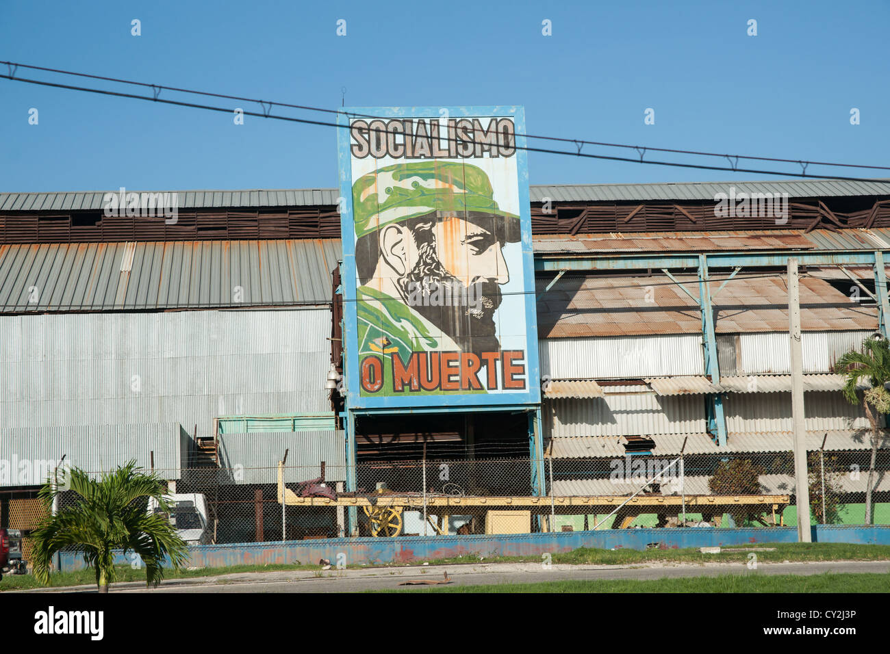 """Revolutionary sign of Fidel Castro in Havana, Cuba. Translated the sign read """"socialism or death"""" Stock Photo"""