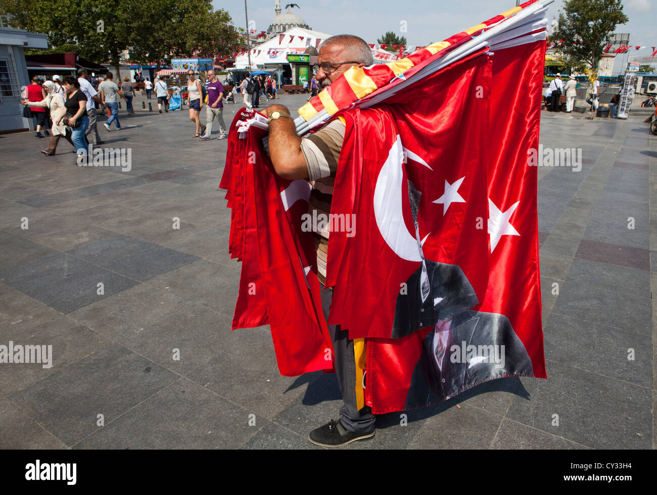 Turk selling flags of Ataturk, istanbul - Stock Image