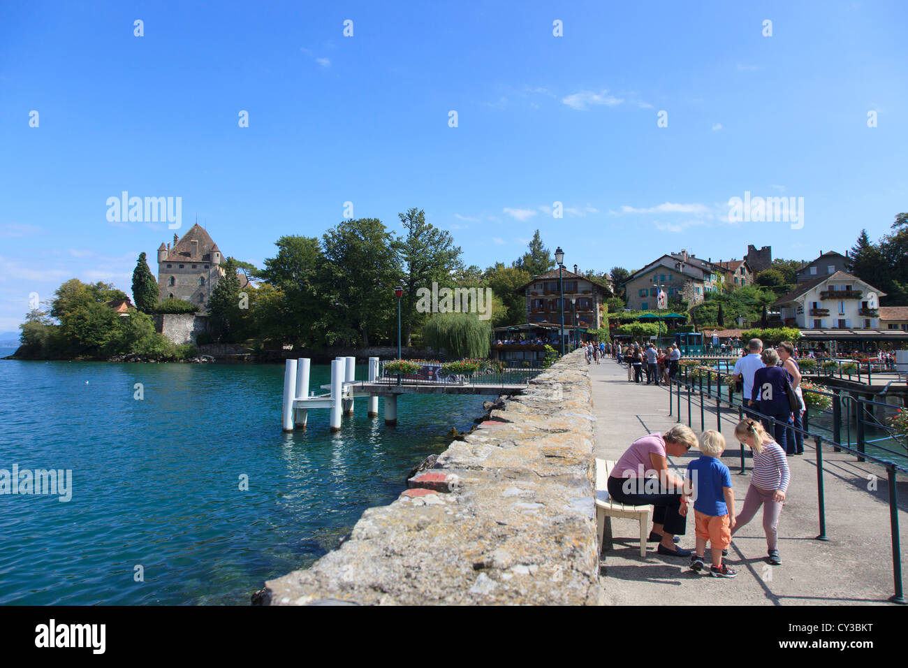 The view of the quay and castle in Yvoire on Lake Geneva - Stock Image