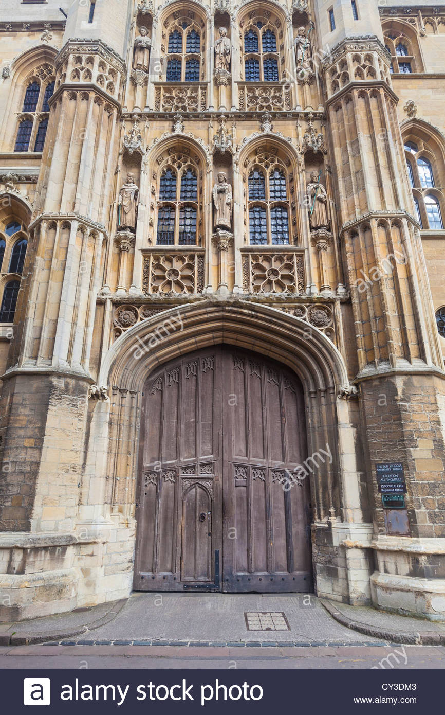 Gate to the Old Schools University Offices building, Cambridge, England - Stock Image
