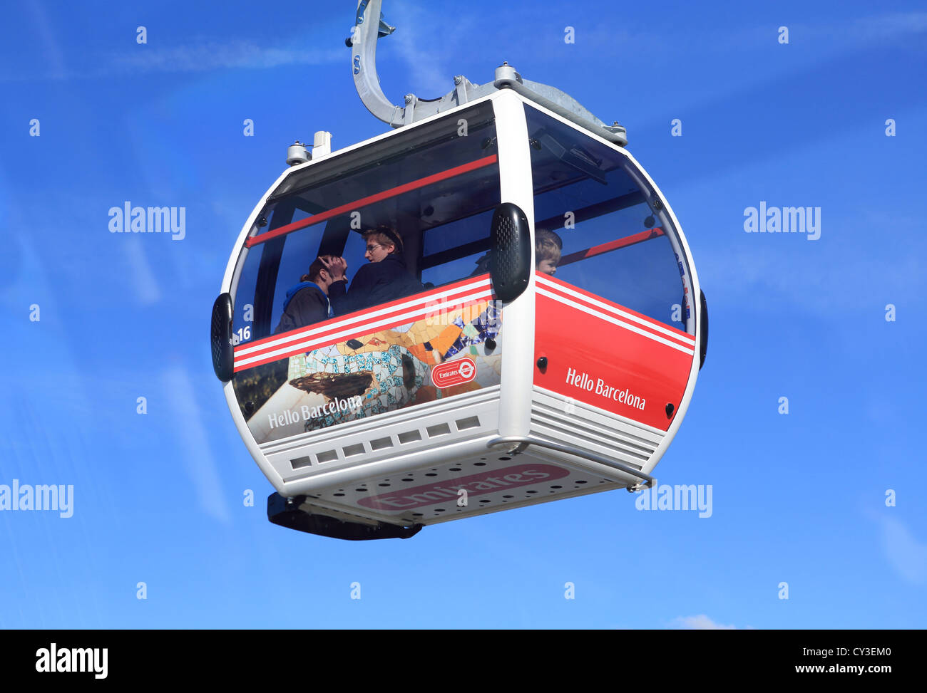 The Emirates Airline cable car, 'flying' over the river Thames between the Royal Docks and North Greenwich, east Stock Photo