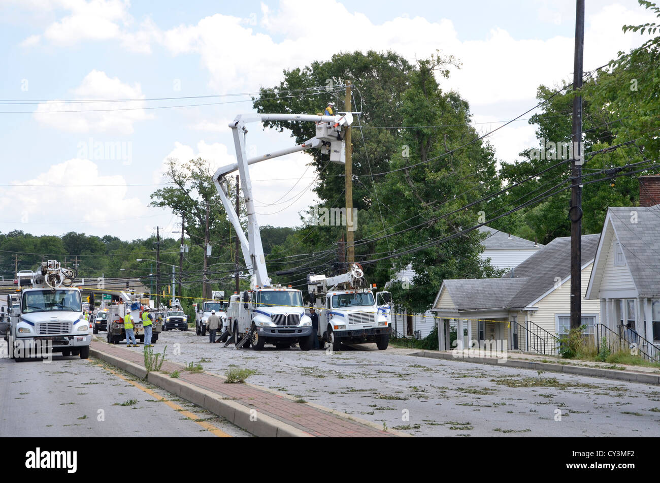 Power Companies work on electrical poles in Bladensburg after a severe storm - Stock Image
