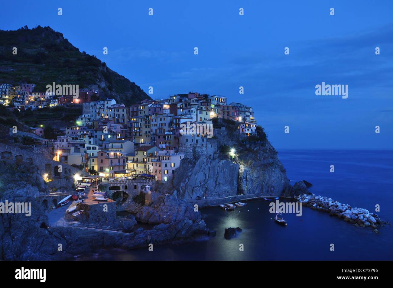 Manarola in the blue hour, Cinque Terre, Italy - Stock Image