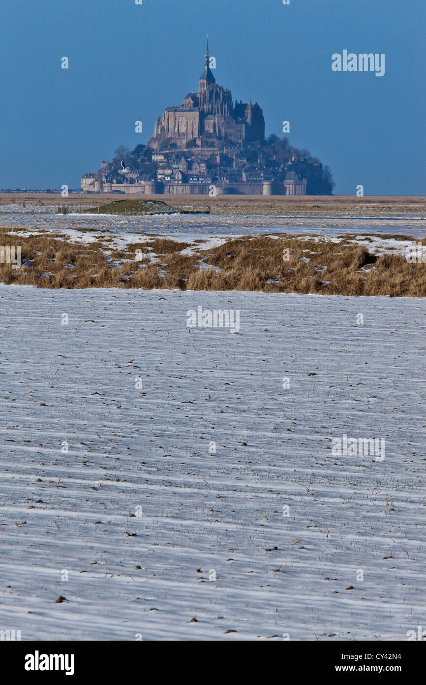 Europe, France, Normandy, Manche (50), Mont St Michel Bay with snow - Stock Image