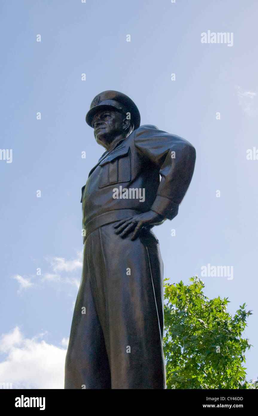 Dwight D Eisenhower statue - Stock Image