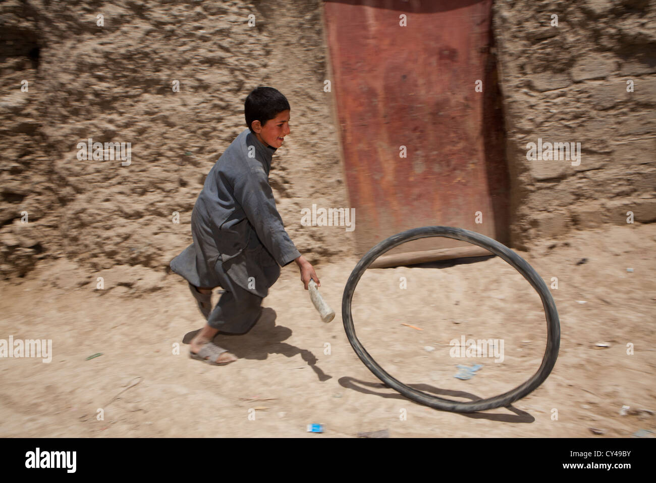 Afghan children playing in a slum in Kabul - Stock Image