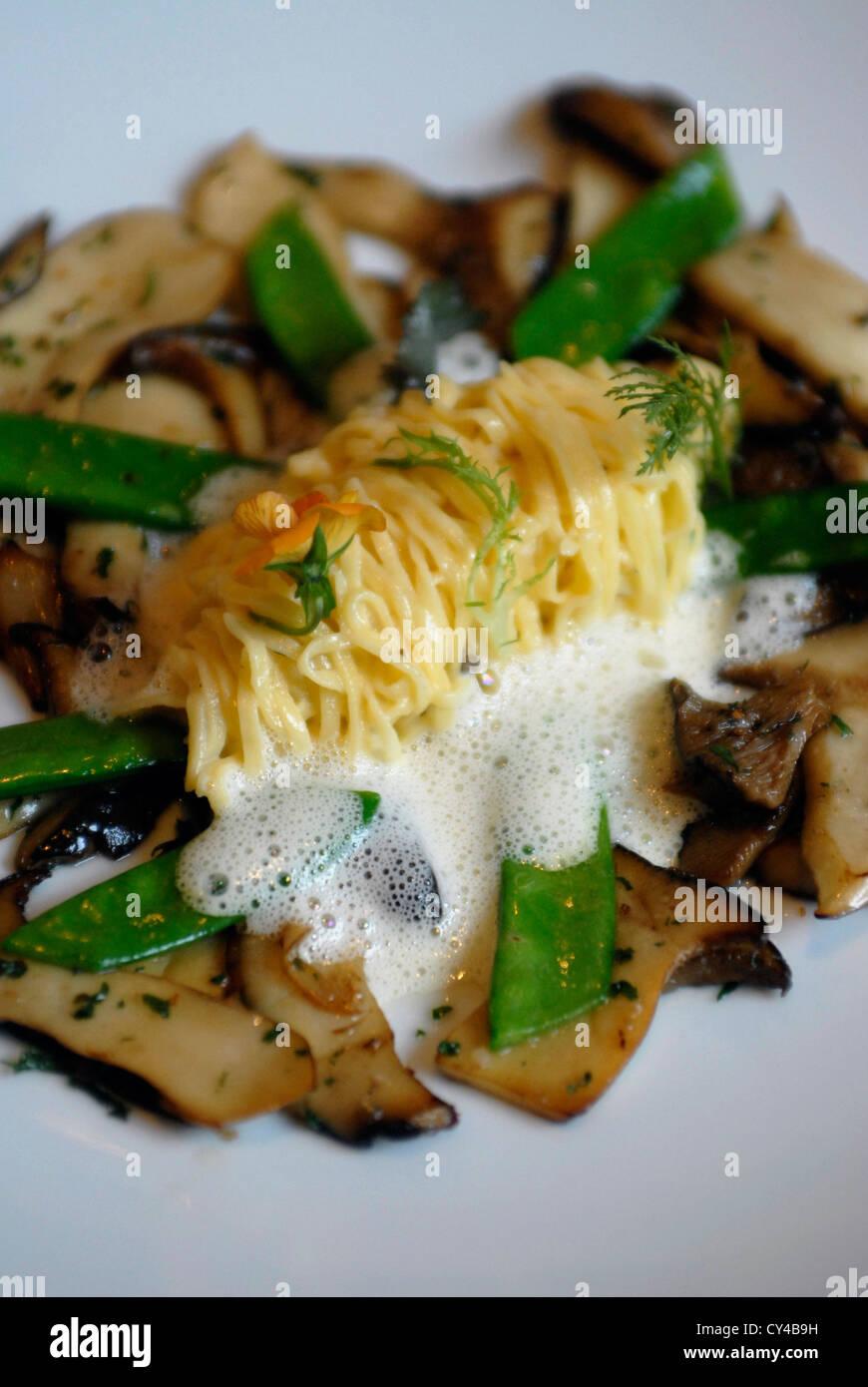 Gastronomy, Augustinergasse,  Pasta, hierbas zetas, judias , Brunnauer, Magazin, Restaurant, , Salzburg, Austria, - Stock Image