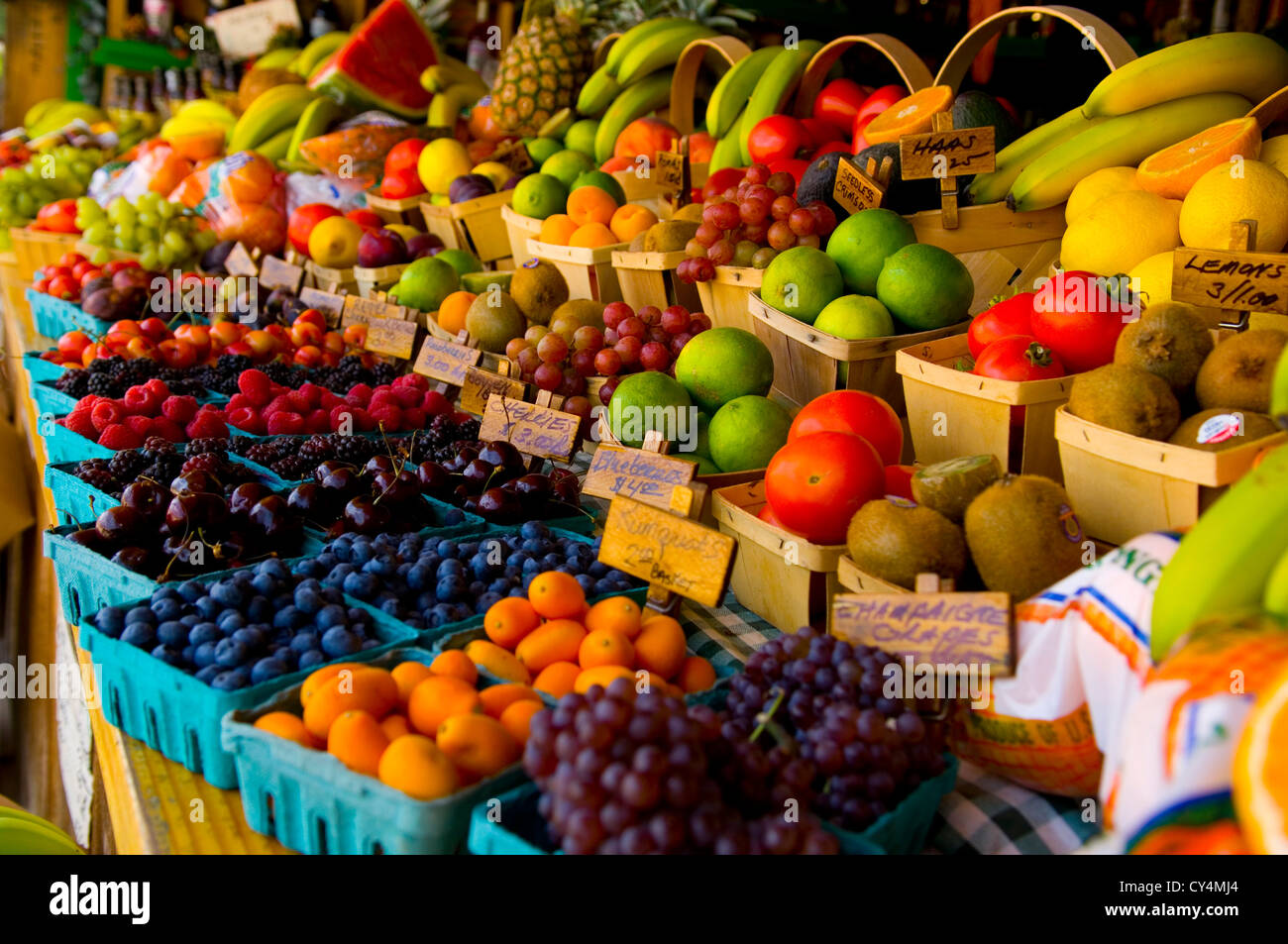 Fresh fruit stand with boysenberries, raspberries, cherries and grapes - Stock Image
