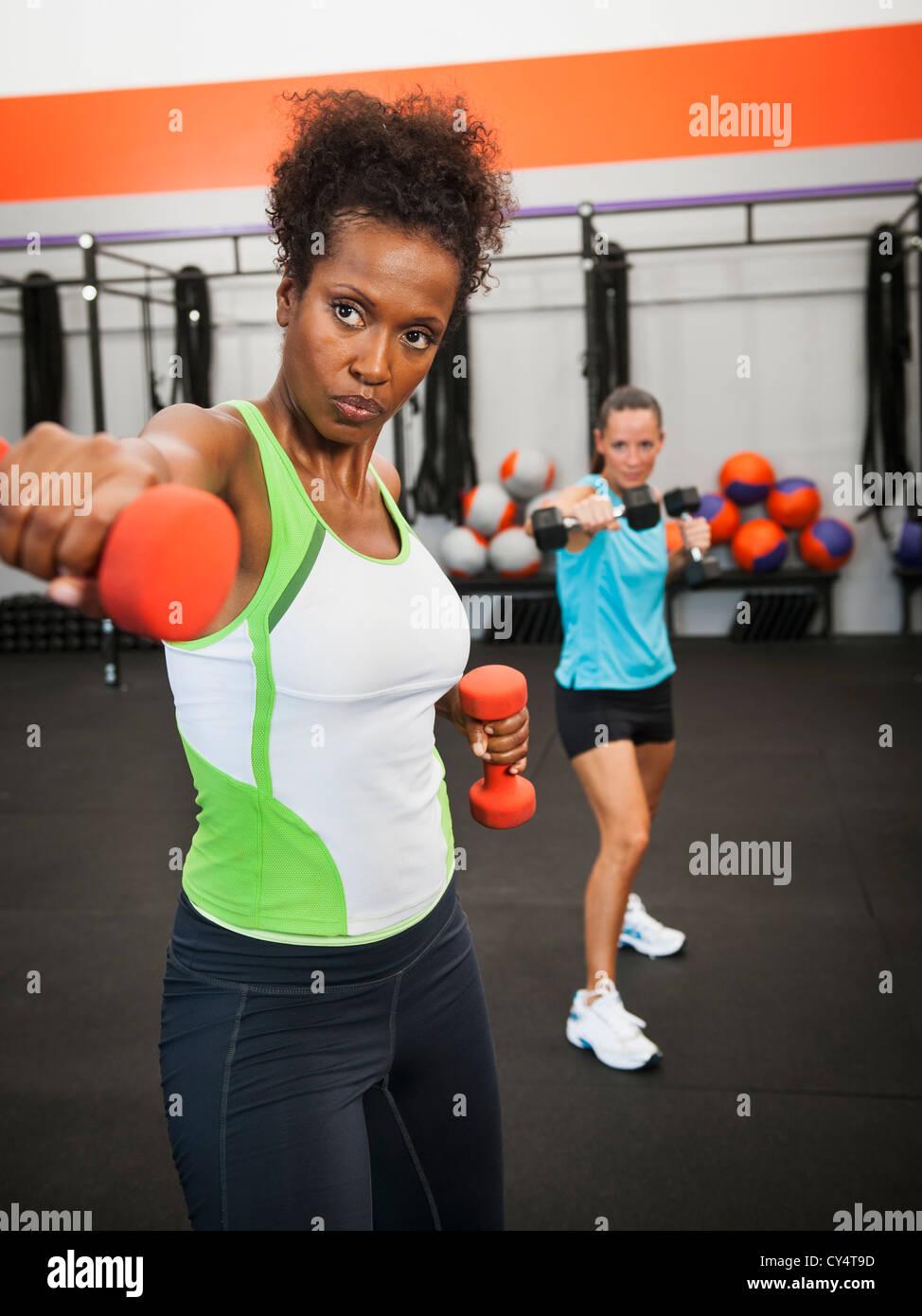 USA, California, Laguna Niguel, Two mid adult women exercising with dumbbells - Stock Image