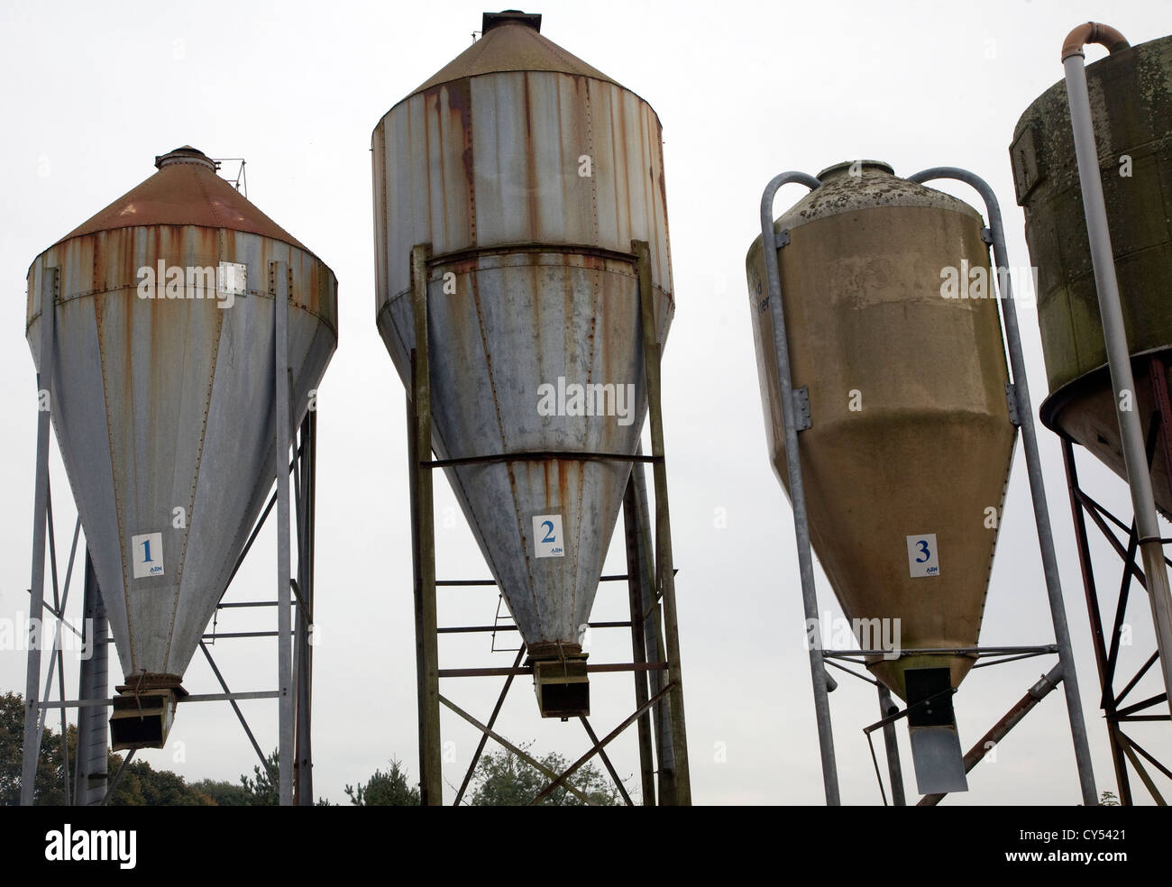 Feed Hopper Stock Photos & Feed Hopper Stock Images - Alamy