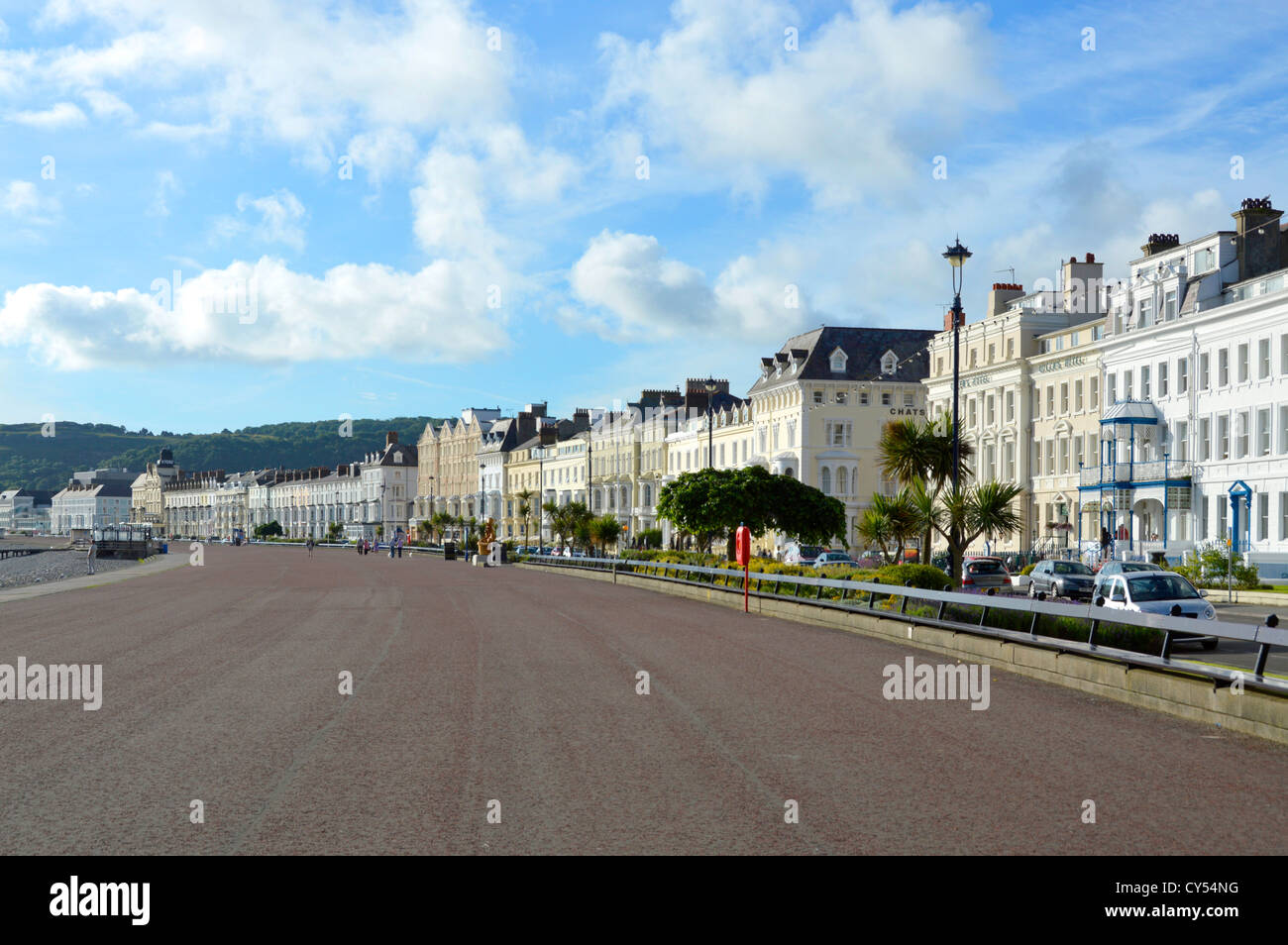 Llandudno the broad sweep of Llandudno Promenade and seafront hotels early morning summertime Llandudno Conwy Clwyd - Stock Image