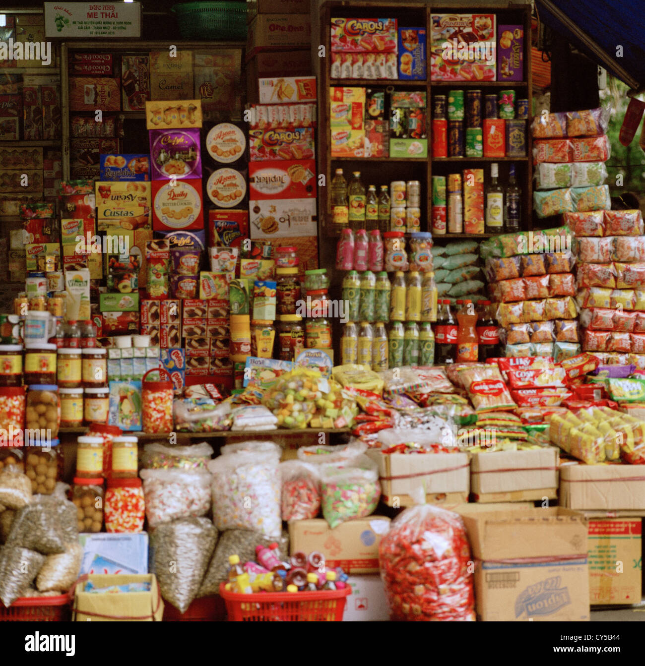 Food shop in Hanoi in Vietnam in Southeast Asia in the Far East. Food Victuals Shop Trade Trader Retail Retailing - Stock Image