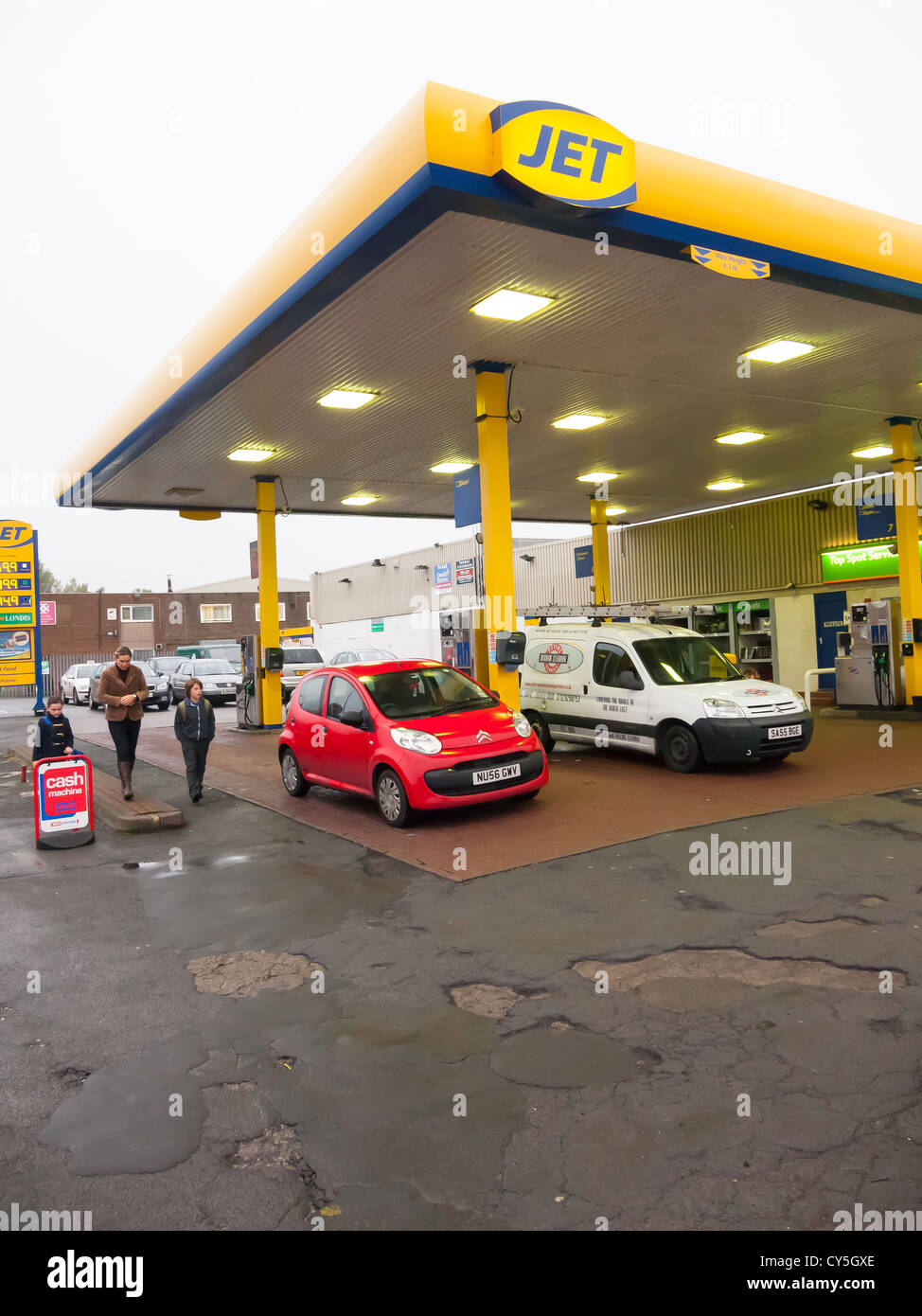 Village Jet filling station and convenience store morning rush hour - Stock Image