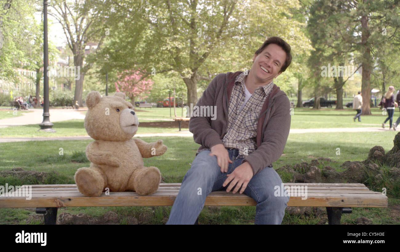 TED (2012) MARK WAHLBERG, SETH MACFARLANE (DIR) 004 MOVIESTORE COLLECTION LTD - Stock Image
