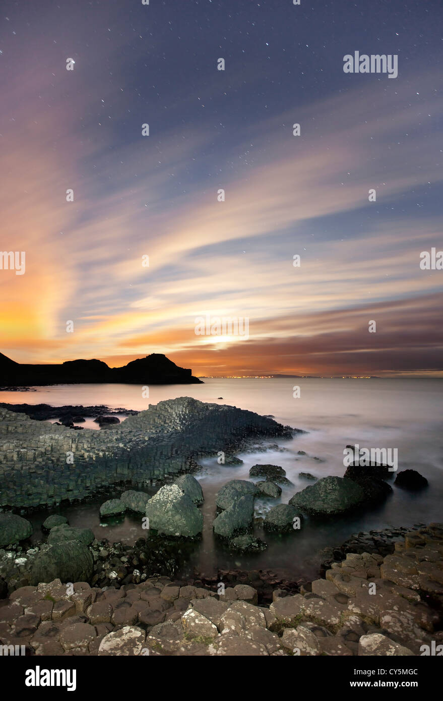 The Giants Causeway at night - Stock Image