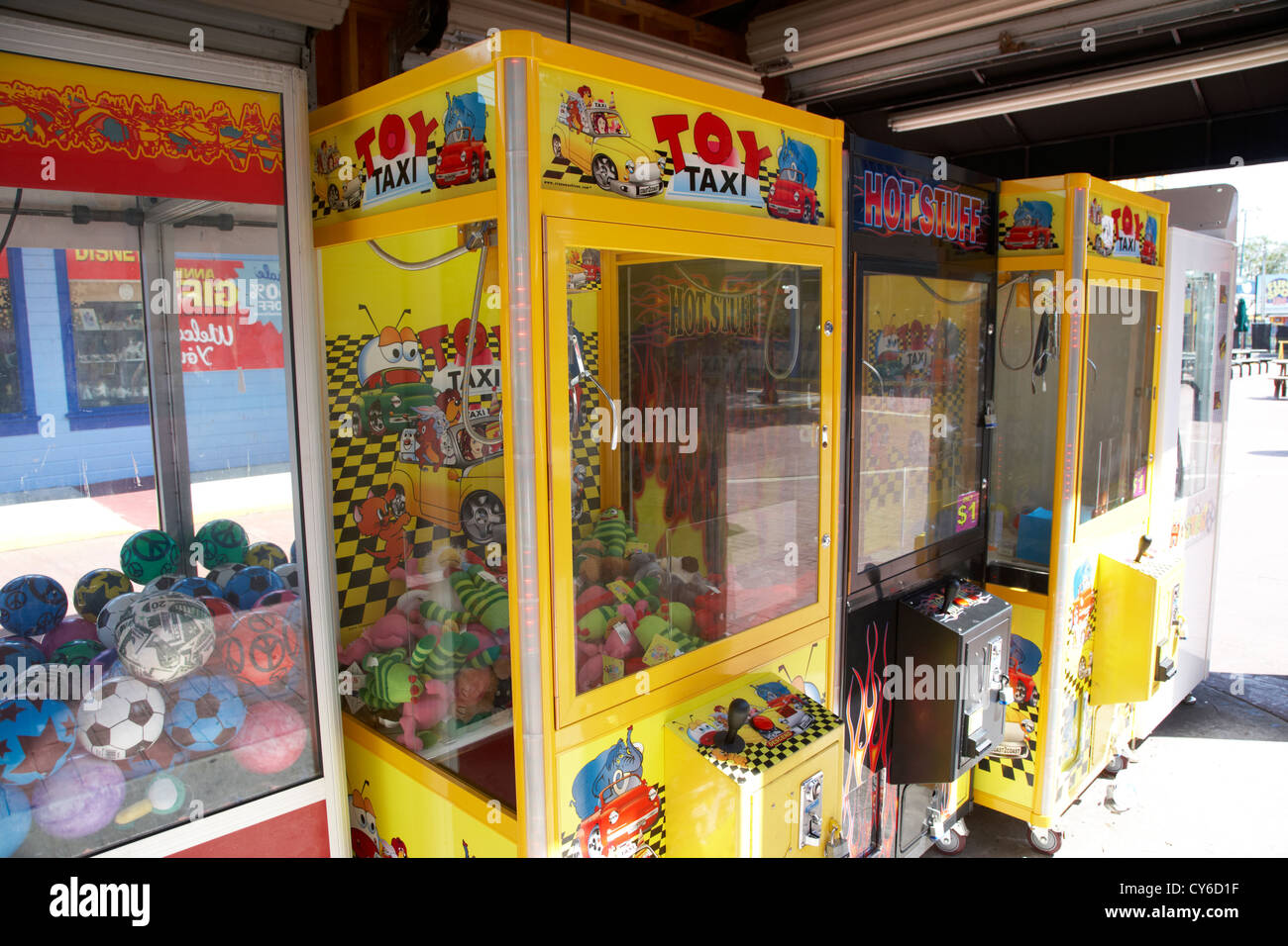 row of merchandiser claw arcade games florida usa - Stock Image
