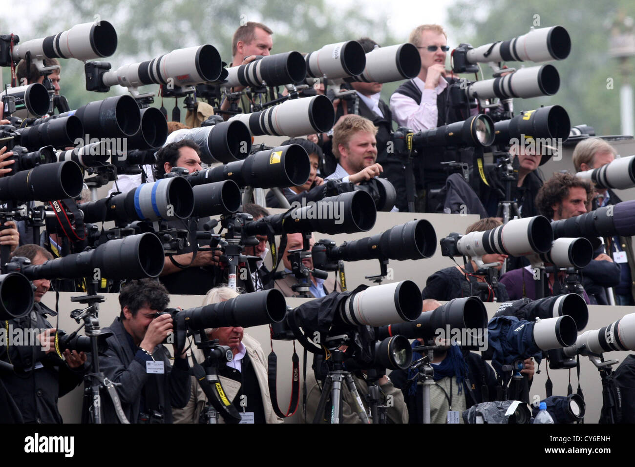 PRESS PHOTOGRAPHERS OUTSIDE BUCKINGHAM PALACE ON THE ROYAL WEDDING DAY OF PRINCE WILLIAM AND KATE MIDDLETON - Stock Image
