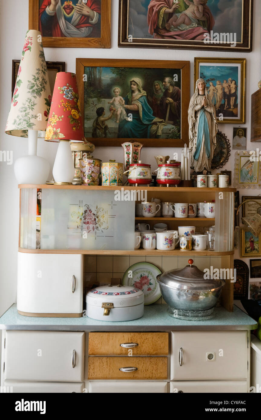Kitchen furnished with vintage furniture and orthodox Russian iconography - Stock Image