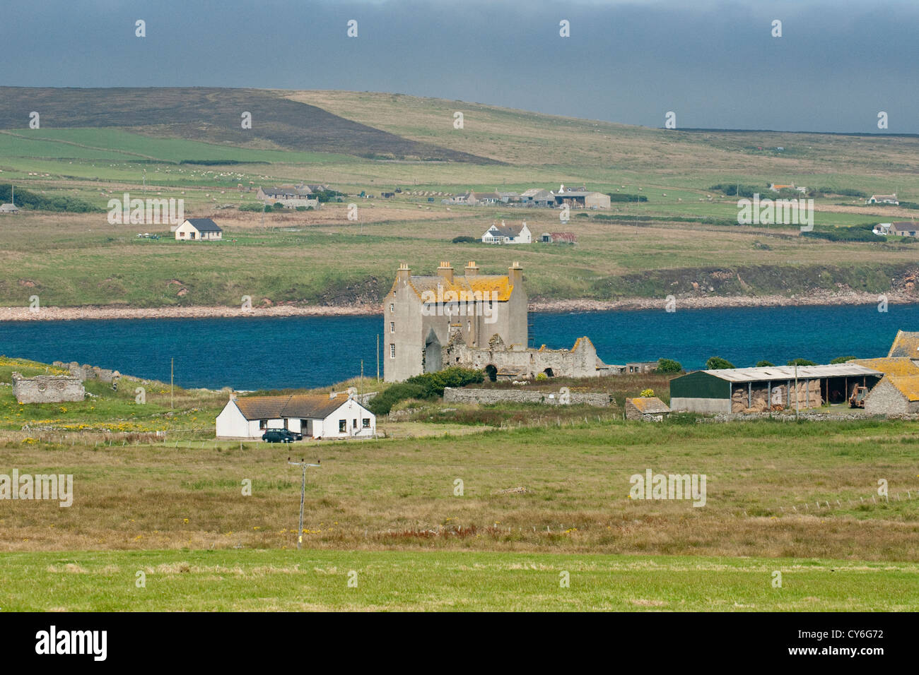 Castle on the Caithness coast, Northern Scotland - Stock Image