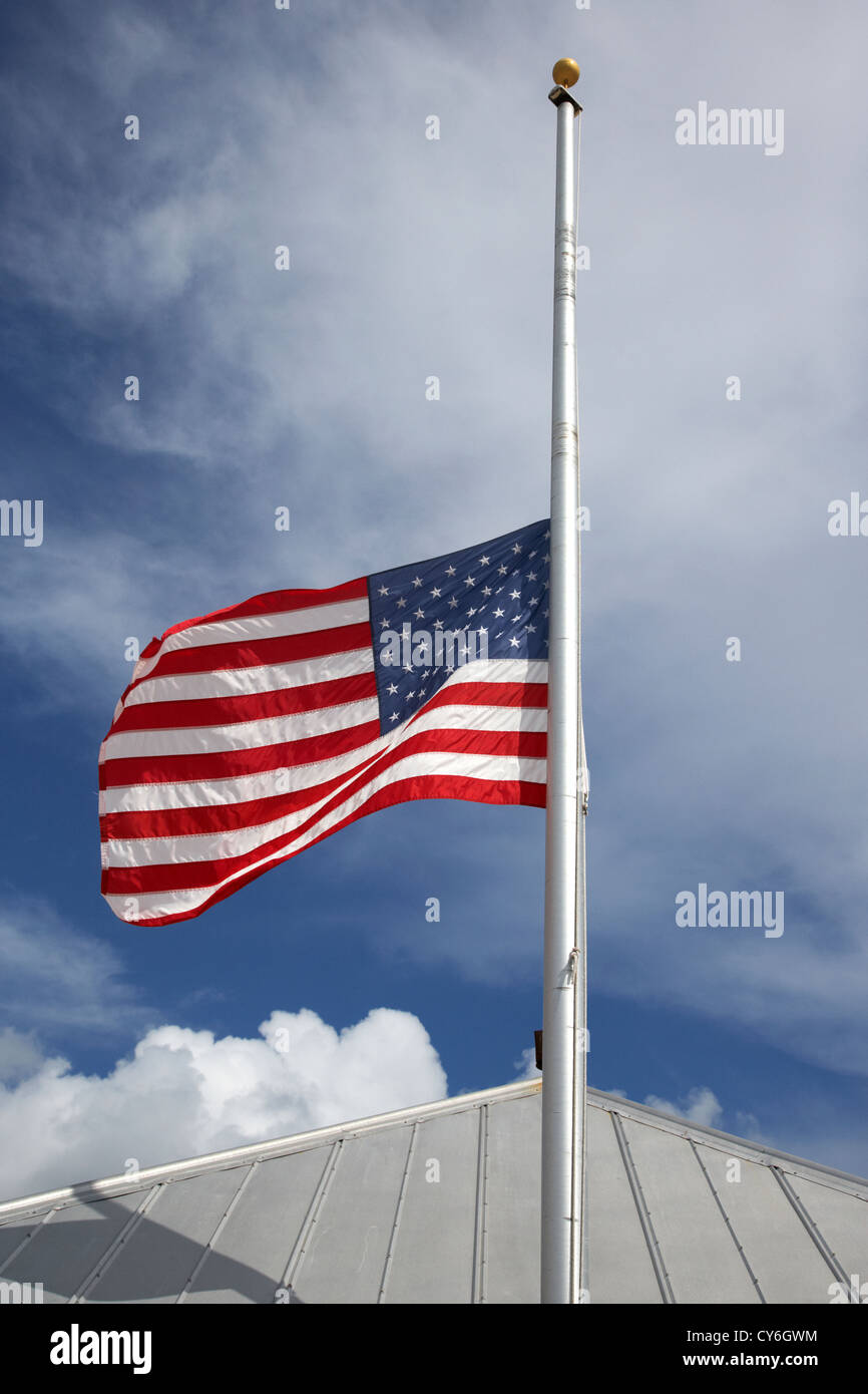 american flag flying at half mast in the usa - Stock Image