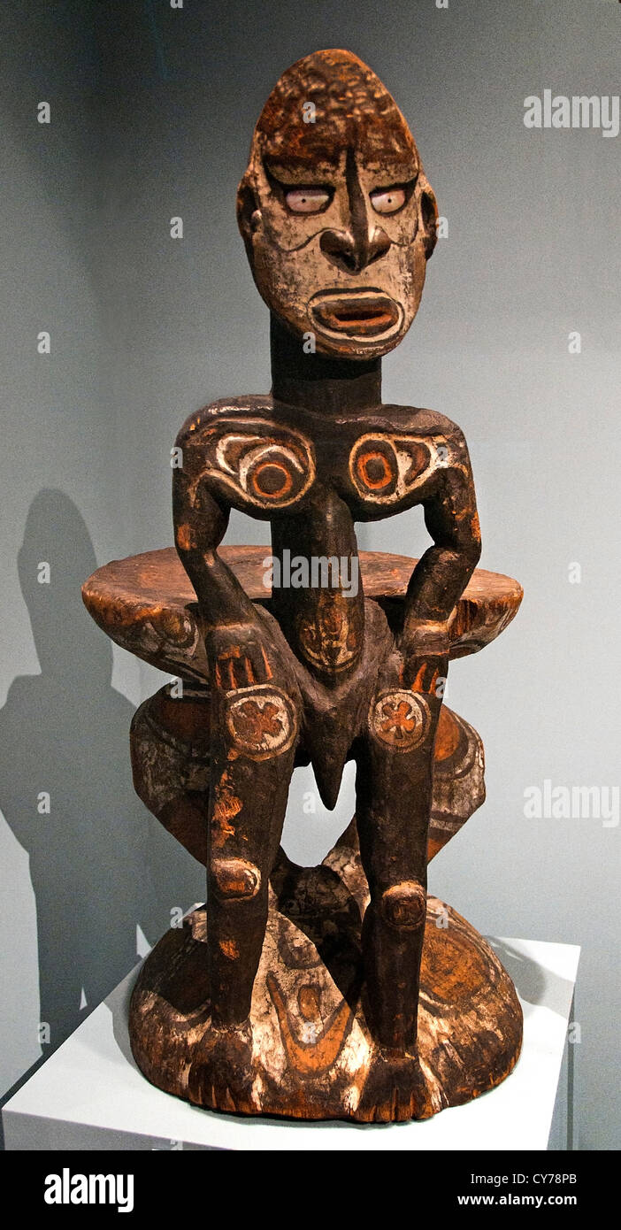 Debating Stool Kawa Rigit 19th century Papua New Guinea Middle Sepik River Iatmul people Wood paint shell 100 cm - Stock Image
