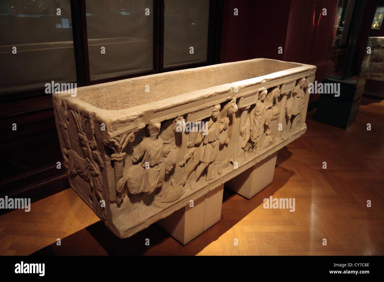 The Roman Sarkophag Eines Rennstallbesitzers in the Kunsthistorisches Museum in Vienna, Austria. - Stock Image