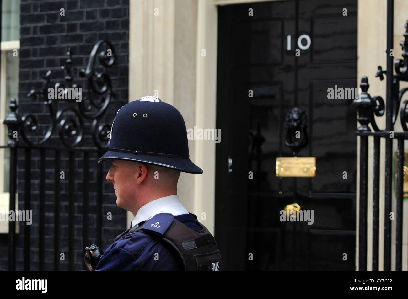 British policeman outside Number 10 Downing Street, London, UK - Stock Image