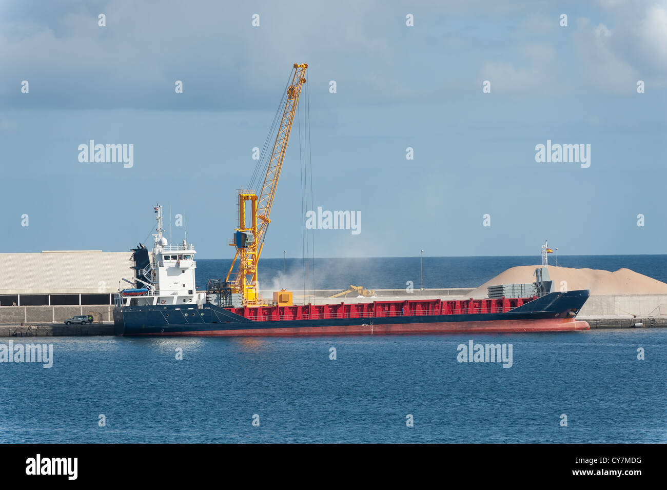Boat being loaded with bulk cargo in the harbor of Las Palmas - Stock Image