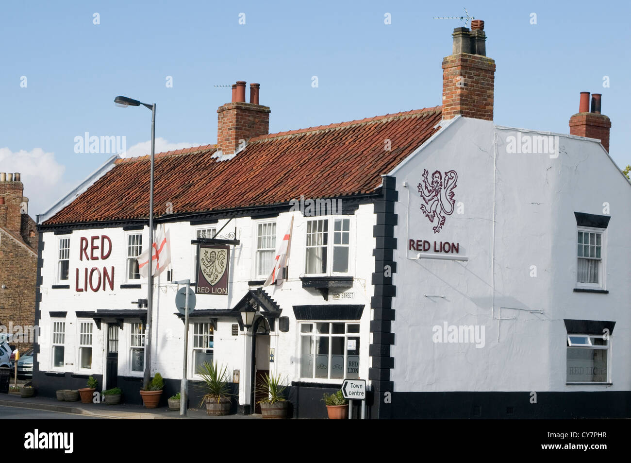 red lion english village pub uk public house pubs bar bars traditional boozer - Stock Image