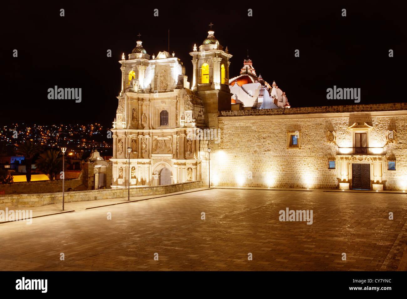 Night view of the illuminated Basilica de Nuestra Señora de la Ascension in Oaxaca, Mexico. - Stock Image