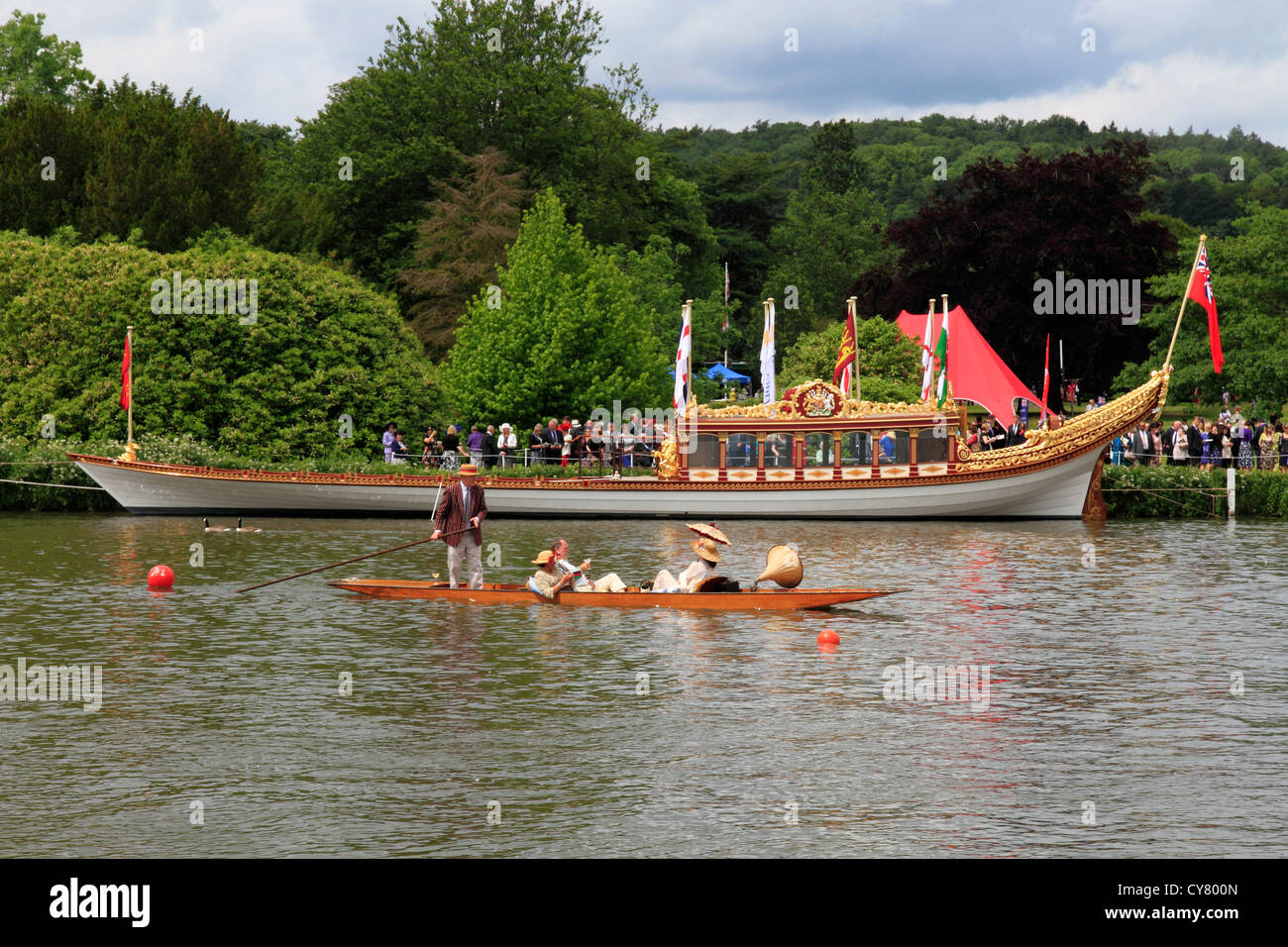 England Buckinghamshire, Royal barge & punt on river Thames near Hambleden - Stock Image