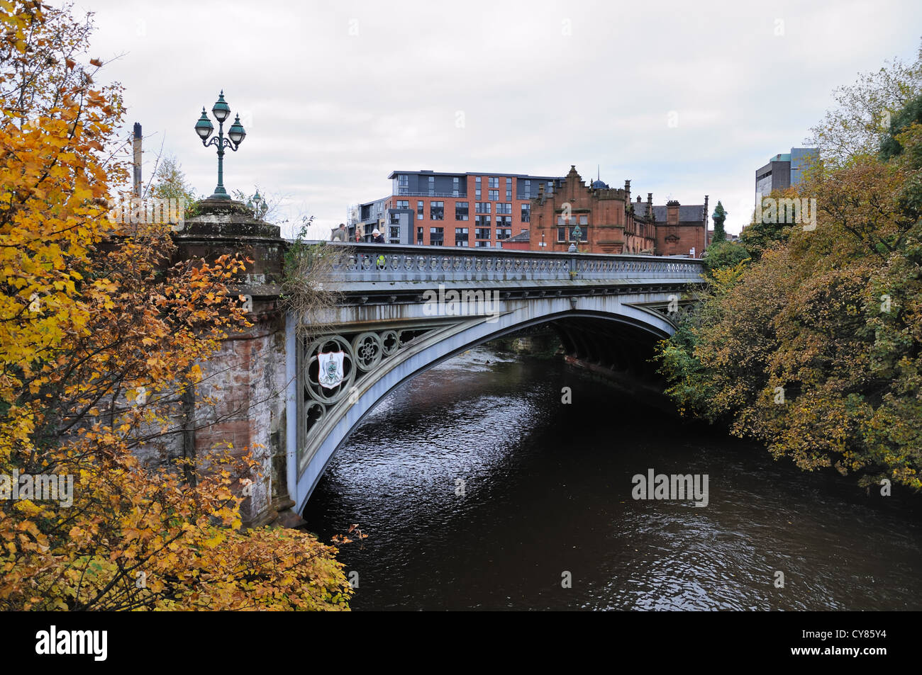 The 'new' Partick Bridge which crosses the river Kelvin in the west end of Glasgow. - Stock Image