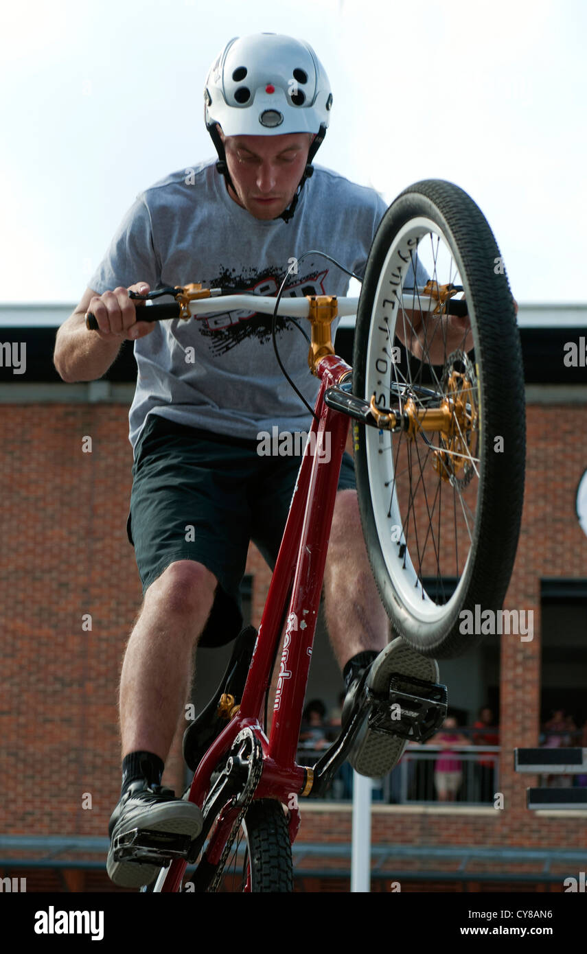 Zero Gravity also stunts on Mountain Bikes at Gunwharf Quays, Portsmouth. Image taken 12th August Stock Photo