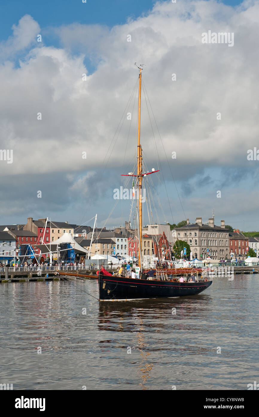 Historic tall ship leaving Waterford City harbour - Stock Image