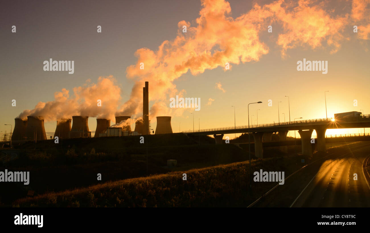 Ferrybridge coal powered power station at sunrise by Holmfield junction linking the M1 and M62 motorways Yorkshire - Stock Image
