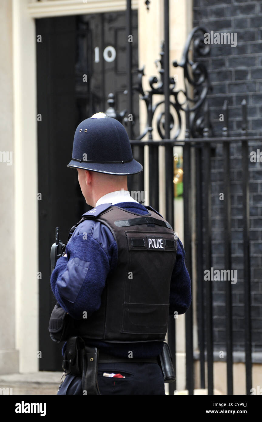 Policeman outside number 10 Downing Street, London, UK - Stock Image