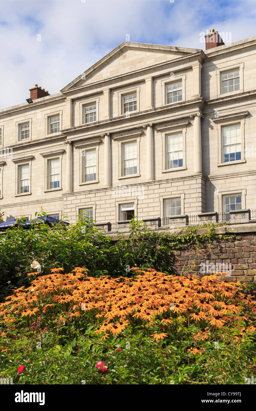 State Apartments of Dublin Castle from the gardens with flowers in foreground. Dublin, Republic of Ireland, Eire. - Stock Image