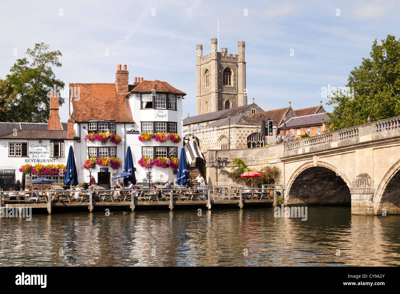 The church and the Angel Hotel next to the bridge over the River Thames at Henley on Thames, Oxfordshire, UK - Stock Image