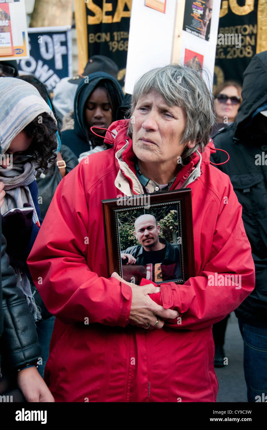 Jan Butler,  mother of Lloyd Butler,  who died in police custody in 2010,  at the rally against custody deaths outside - Stock Image