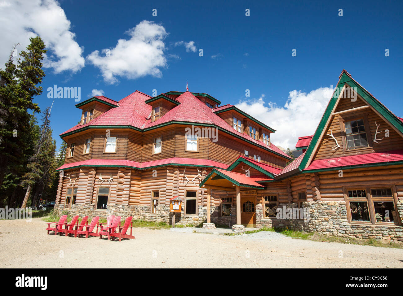 The Num Ti Jah Lodge near Bow Lake in the Canadian Rockies. - Stock Image
