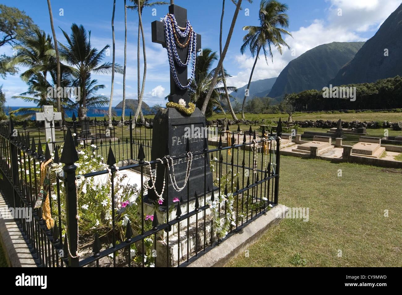 Elk284-6358 Hawaii, Molokai, Kalaupapa Peninsula NHP, St Philomena Church, Father Damien grave - Stock Image
