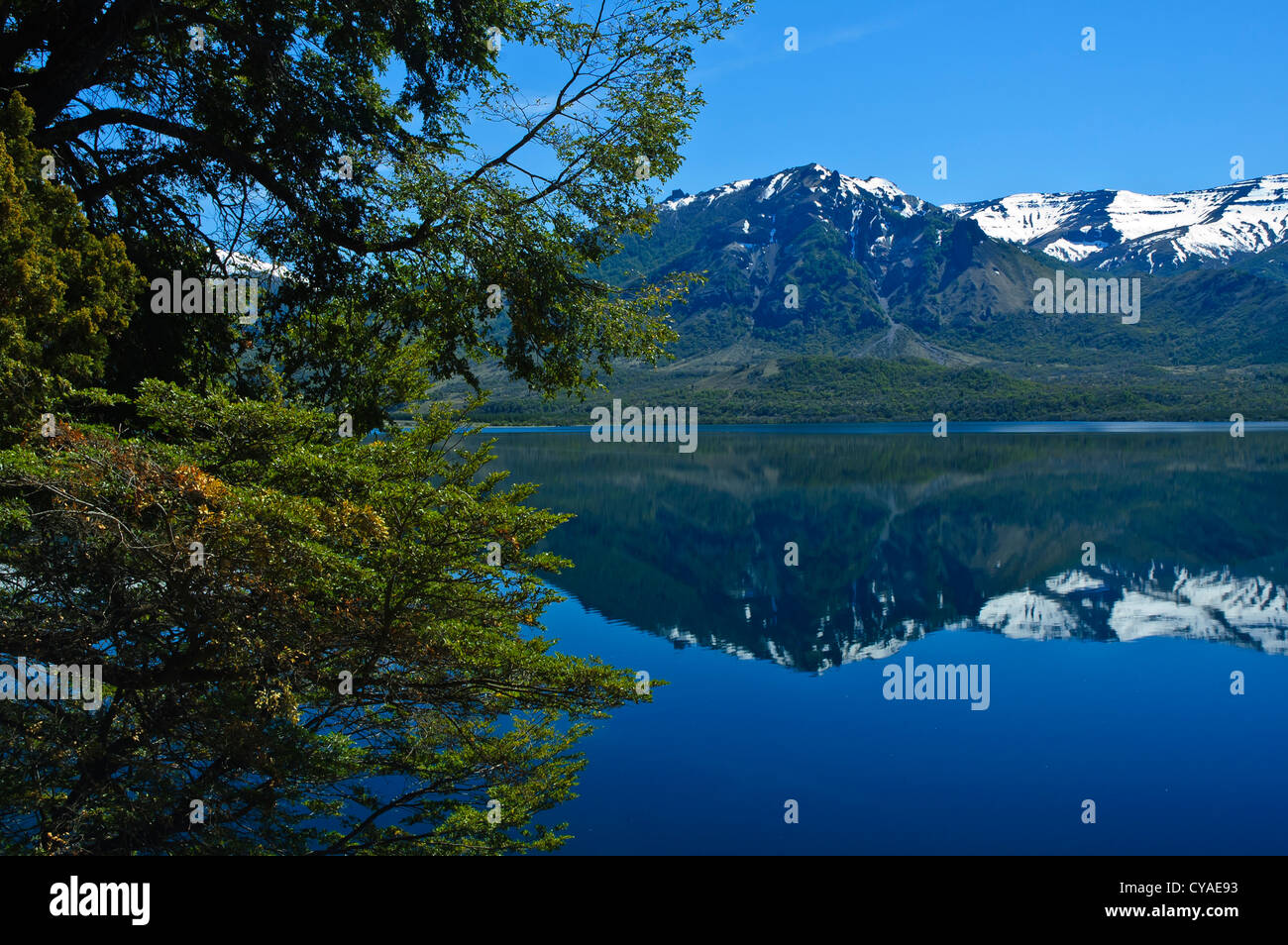 One of the 7 lakes of the Andes with mountains in the background close to San Martin de los Andes, Patagonia, Argentina - Stock Image