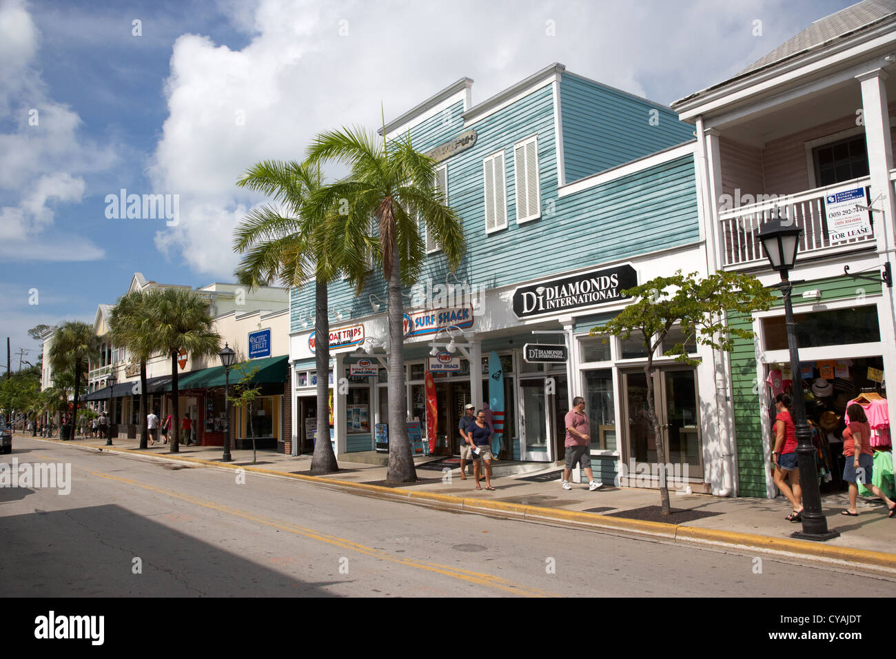 22810ec728 shops and stores on duval street old town key west florida usa - Stock Image