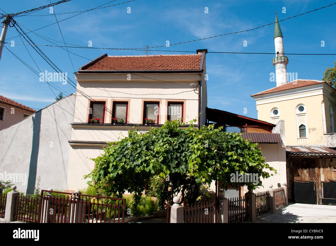 Street with a house and mosque, Travnik, Bosnia and Herzegovina - Stock Image
